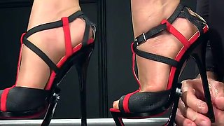 Femdomlady high heels and cumshot
