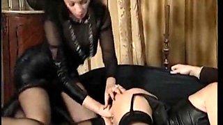 I am Pierced Mature slut has her ass tretched