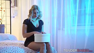 nice looking kirra and tracy lindsay play with their pussies