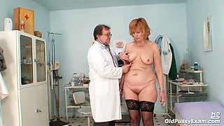 Chubby European cougar Kvetuse dildobanged by her doctor