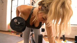 Sizzling sport babe Louise shows off her juicy big boobies during hot workout