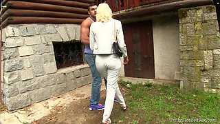 Outdoor fucking with a cumshot on her black shirt