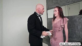 Alice Coxxx gets fucked in the bath room