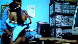 Horn-mad sinful Indian brunette in blue sari wanna be fucked in office