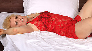 Blonde mature slut going at it on her bed