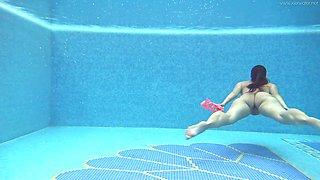 Attractive hottie Sazan Cheharda is awesome bikini babe who looks good underwater