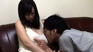 Japanese wench gets a mouthful