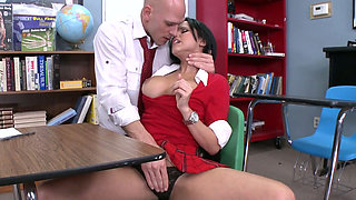 Busty gal Diamond Kitty gets her pussy eaten by Johnny Sins