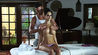 Stacked MILF loves getting an oily, hardcore massage