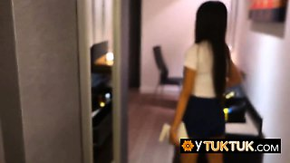 Entrepreneur takes asian chick to hotel for steamy fuck