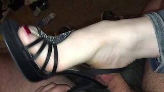 goddess tease, crush & shoejob in heels