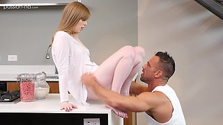 Strong guy gets his long dick pleased by naughty Dolly Leigh