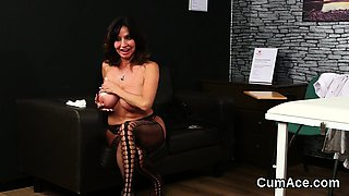 Kinky beauty gets cumshot on her face swallowing all the spe