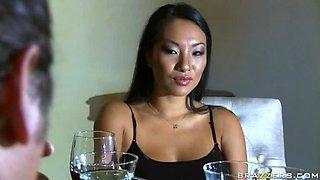 Big Cock Bangs the Slutty Asian Wife Asa Akira in Hardcore Sex Video