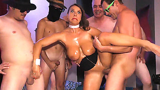 bust Milf Sexy Susi wild anal gangbanged