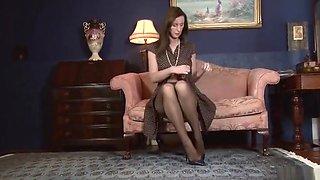 Awesome Lara Latex performing in incredible masturantion