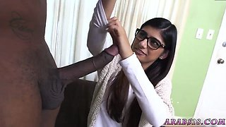 Outdoor facial amateur xxx Mia Khalifa Tries A Big Black Dick