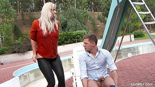 Thick blonde enjoys her very first outdoors pussy bonking
