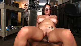 Impressively hot curvaceous MILF Selena Castro works on strong BBC