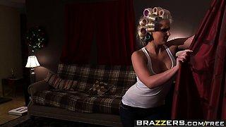 Brazzers - Mommy Got Boobs - WHITE TRASH GOES