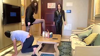 Two mistress trampling foot slave 国产双女王调教
