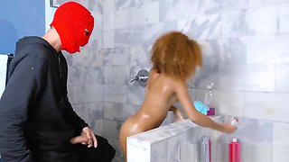 Realitykings - Round And Brown - Shower Robbe