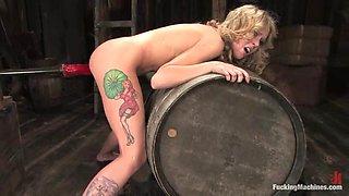 Tattooed blonde Sarah Jane Ceylon gets her cunt smashed by a sex machine