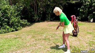 Outdoor blowjob session with insatiable blonde Zelda Morrison
