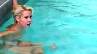 Gruppensex und pissen am pool