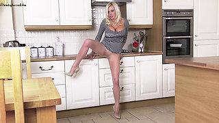 p4u.16.02.10.michelle.thorne.hot.in.the.kitchen