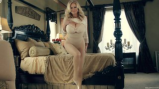 Amazing sexual session with alluring blonde vixen Kelly Madison