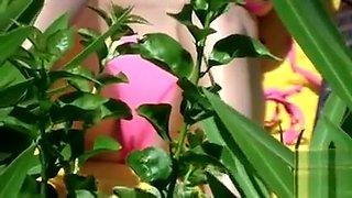 Bikini girl cameltoe in beach voyeur video