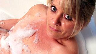 Bobbie Jones bangs her tight mature hole
