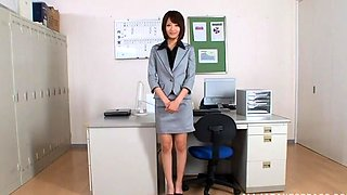 Looking secretary bonks the brains out of her boss