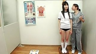 Japanese schoolgirls facials in school