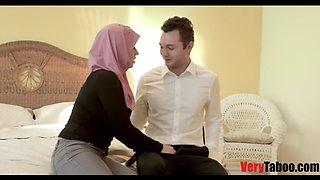 Daughter in hijab fucks daddy like a sex machine!