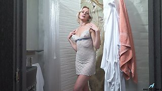 Mature blonde masturbating in the shower
